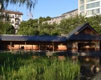 檜町公園の池に隣接する休憩所は静かに時間を過ごすのにお勧め!