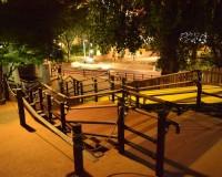 六本木ヒルズ さくら坂公園|一人には手厳しい公園かも・・